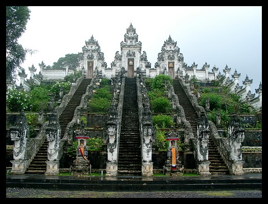 pura-lempuyang-devotees-had-to-travel-across-lavish-jungle-where-temperature-low
