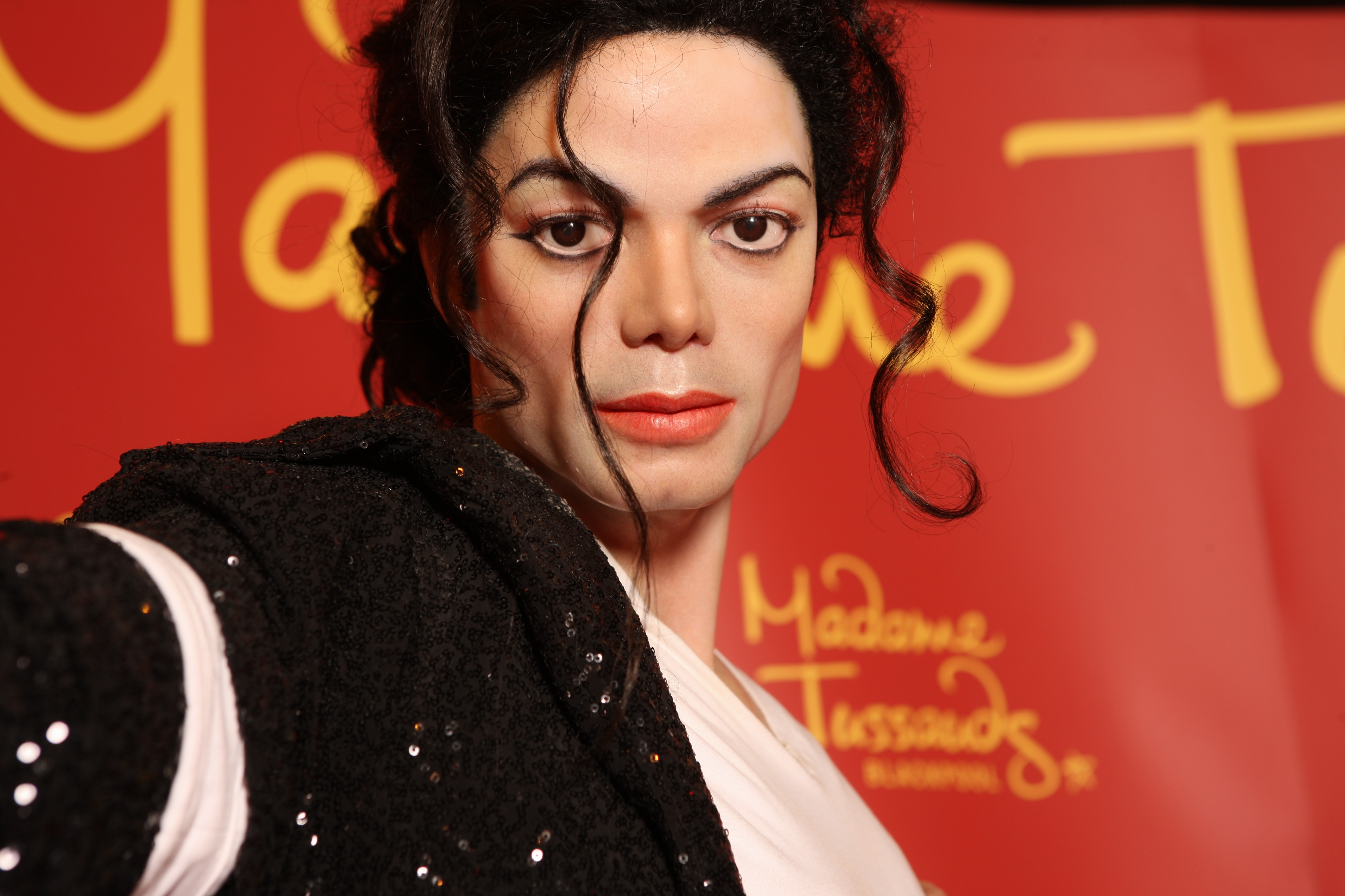 Michael-Jackson-wax-statue-in-Madame-Tussauds-London