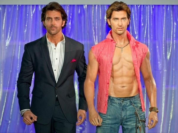 original-Hrithik-roshan-with-wax-statue-of-him-at-madame-tussauds-london
