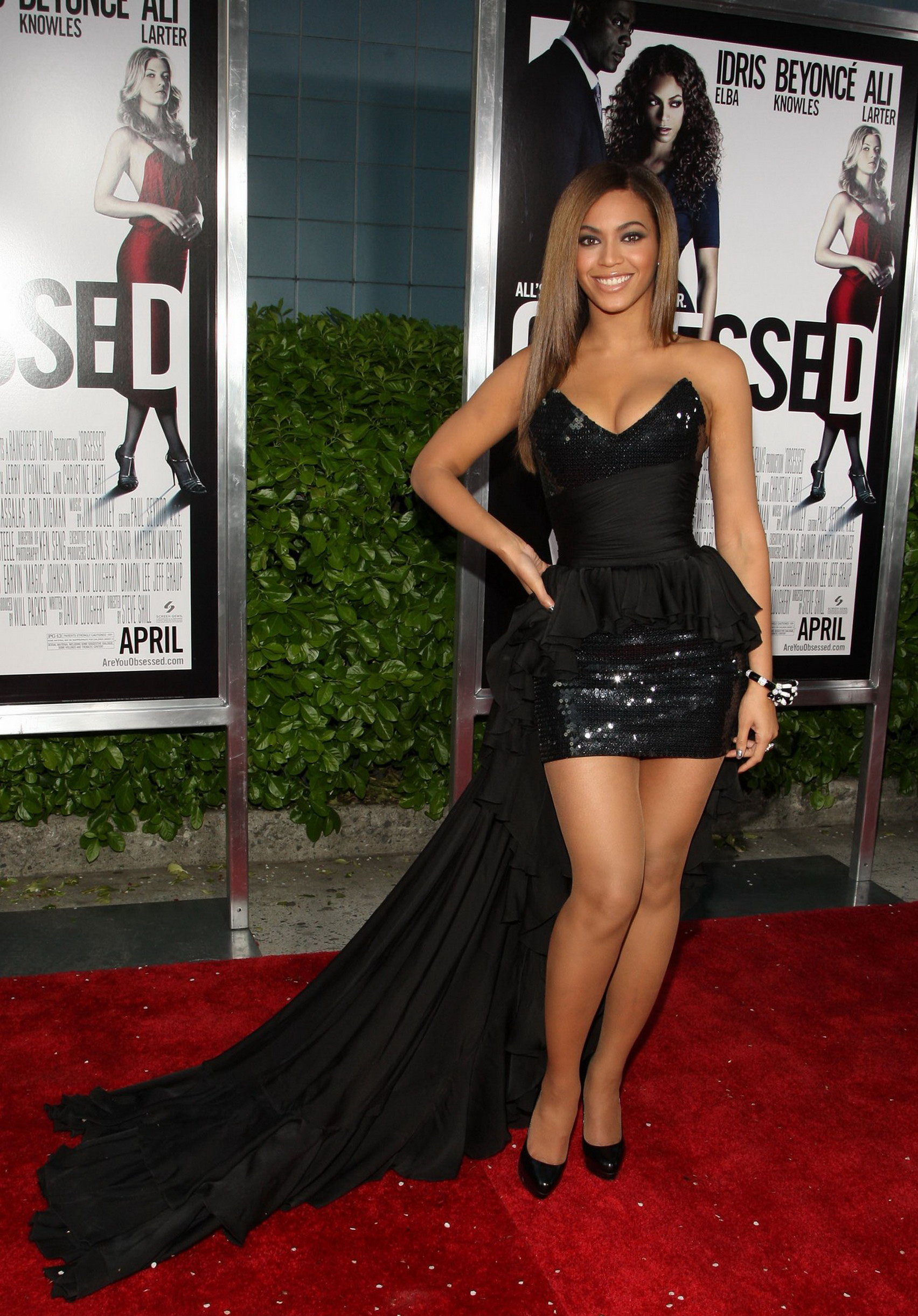 Beyonce-at-the-obsessed-premiere-wearing-a-beautiful-gown