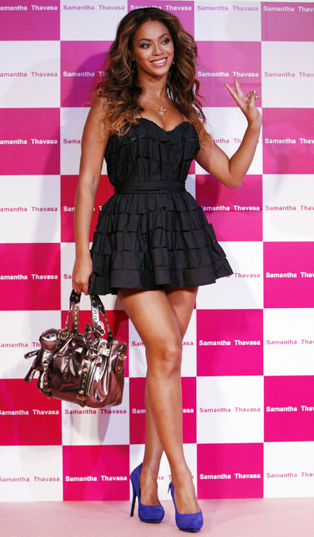 Beyonce-with-a-short-cute-dress