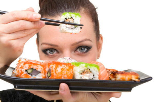 Using-chopsticks-to-eat-Sushi
