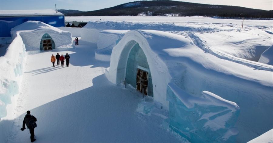 ice-hotel-entrance